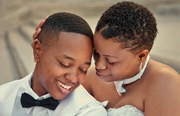 images-lesbian_couple_441299261